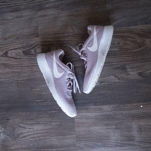 Nike Tanjun Tennis Shoe Rose Size 8